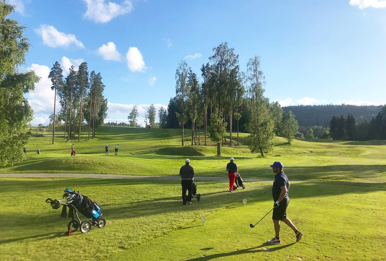 Spillere på norsjø golfpark