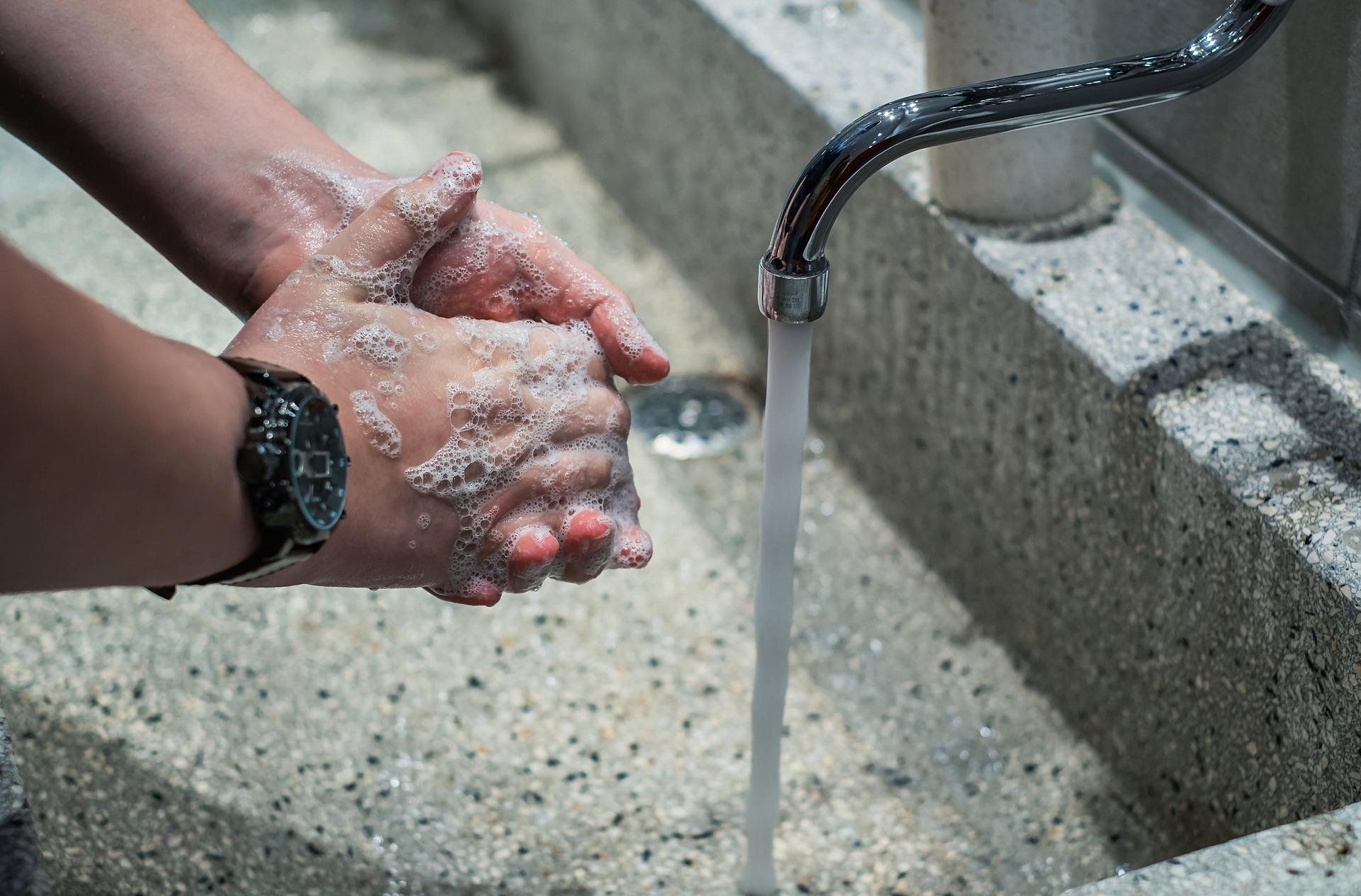 Vasker hender