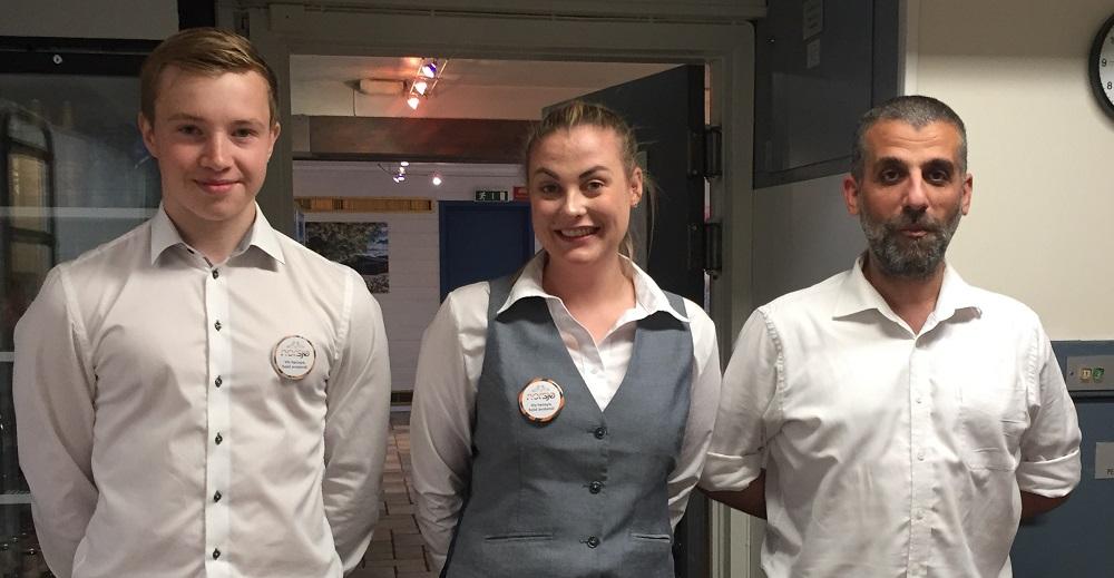 Christian, Jenny og Kerem klare for å ta i mot konfirmasjonsgjester
